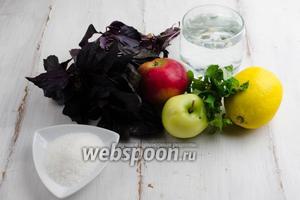 Чтобы приготовить напиток, нужно взять яблоки ароматных сортов, базилик, мяту, дольку лимона, горячую воду, сахар.