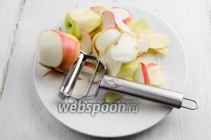 Яблоки вымыть, просушить. нарезать тонкими слайсами.