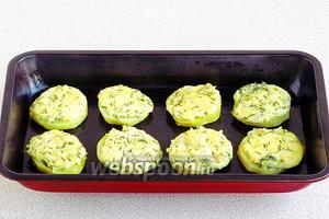 Запечь картофель в духовке при температуре 180°С до подрумянивания. Подать в горячем виде.