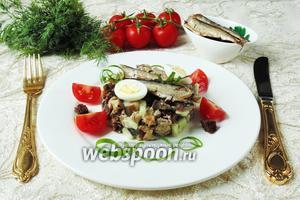 Салат со шпротами, сухариками и баклажанами