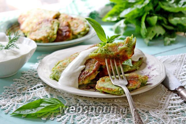 Фото Зелёные оладьи с рыбой