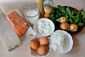 Приготовим все ингредиенты: филе минтая и филе лосося, муку, яйца, кефир, сметану, зелень, соль, разрыхлитель, лук и масло для жарки.