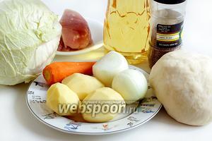 Для приготовления овощных мантов с куриным филе на сковороде возьмём тесто, картофель, морковь, куриное филе, лук, капусту, зиру, перец, соль, растительное масло. Тесто для мантов готовим, как в рецепте  манты с мясом .