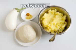 Подготовьте картофельное пюре, заварное тесто для вареников, баклажан, асафетиду и куркуму.