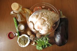 Ингредиенты: баклажаны, орехи, сердце говяжье, хмели-сунели, сок виноградный, зелень, соль, чеснок, перец острый.