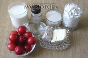 Для того, чтобы испечь такие рогалики понадобятся следующие ингредиенты: мука, дрожжи свежие, сахар, ванильный сахар, соль, молоко, сливочное и подсолнечное масло, алыча.