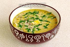 При подаче посыпать суп зеленью.