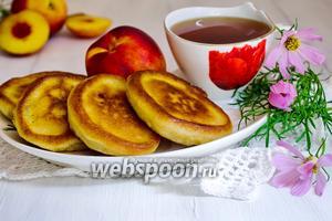 Оладьи на рисовой муке с фруктами