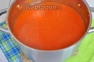Добавляем соль, сахар, масло и уксус, и варим ещё 40 минут (или 1 час). Смесь должна выпариться и приобрести консистенцию соуса.