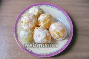 Апельсины и лимон помыть и почистить