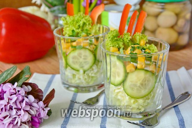 Фото Овощной салат в стаканах с пекинской капустой