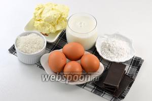 Для работы нам понадобится молоко, желтки, сахар, сливочное масло, чёрный шоколад, картофельный крахмал.