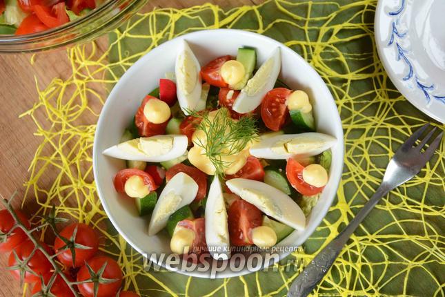 Фото Овощной салат с сырным соусом
