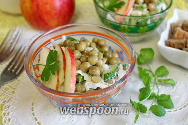 Фото Салат с дайконом и яблоком