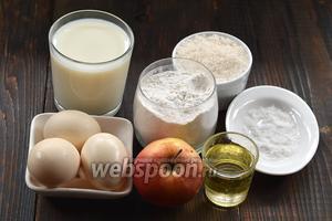 Для работы нам понадобится молоко, яйца, мука, соль, сахар, яблоки, подсолнечное масло.