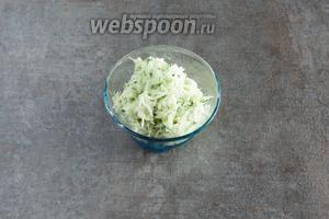 Ингредиентов в данном рецепте хватает на 2 вот такие маленькие салатные плошечки.