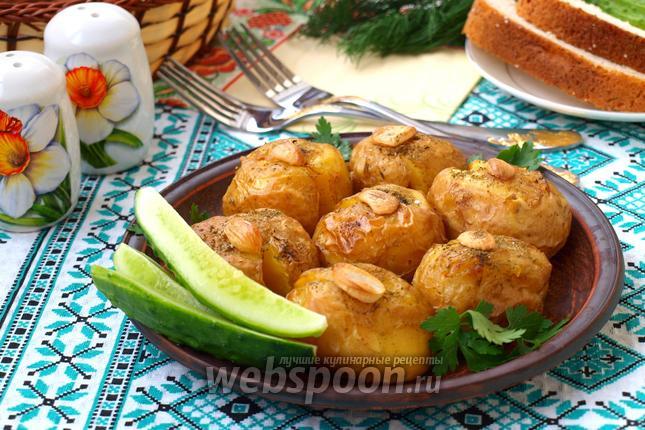 Фото Давленый молодой картофель запечённый в духовке