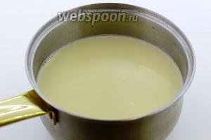 Молоко приобретает карамельный оттенок. Остудите до 35-38°С.