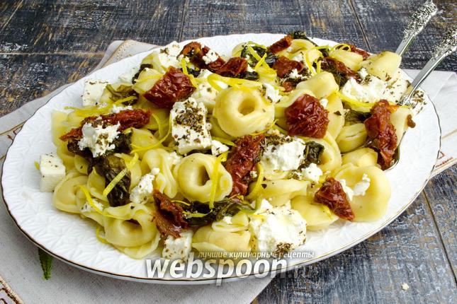 Фото Тортеллини сырные с вялеными помидорами и шпинатом