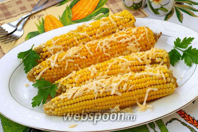 Фото Варёная кукуруза с маслом и сыром