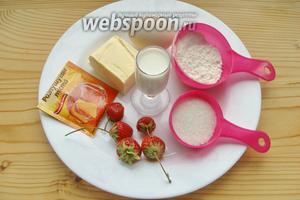Ингредиенты: мука, сахар, соль, разрыхлитель, масло, молоко, яйцо, клубника.