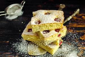 Бисквитный пирог с малиной