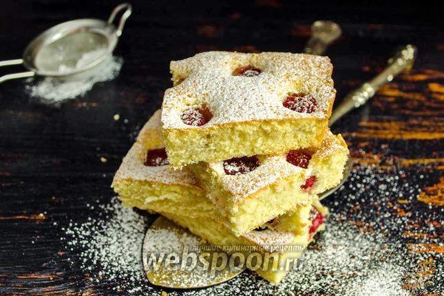Фото Бисквитный пирог с малиной