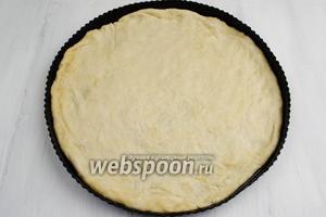 Легко разложить тесто по форме, как ткань.