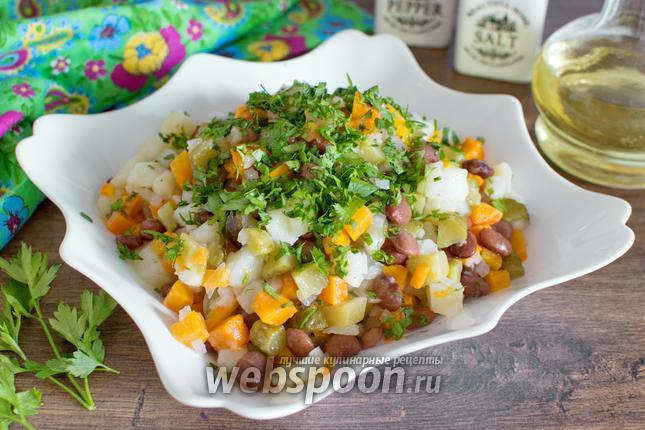 Фото Картофельный салат с фасолью и маринованными огурцами