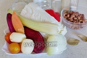 Для приготовления борща потребуется пекинская капуста, свёкла, морковь, лук репчатый, картофель, помидоры, томатная паста, перец красный болгарский, стебель сельдерея, морковь, фасоль красная сухая, соль, сахар, перец, уксус, лавровый лист.