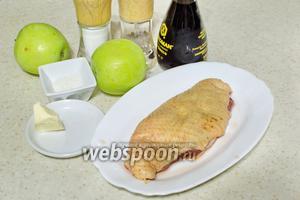 Для приготовления понадобится утиная грудка, яблоки, сливочное масло, сахар, соль, перец, бальзамический уксус.