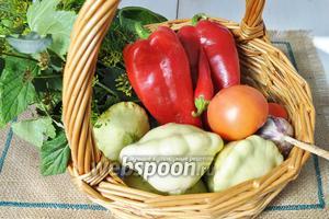 Нам понадобятся патиссоны, перец чили, чеснок, перец болгарский, зелень для засолки соль, сахар, уксус и специи.
