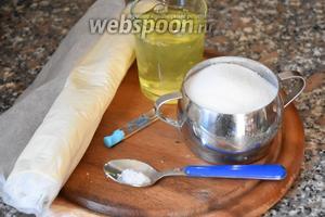 Для приготовления торта нам понадобится тесто слоёное бездрожжевое, белки куриные, сахар, кислота лимонная и ванильный экстракт.