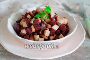 Салат с фасолью, яблоками и свеклой