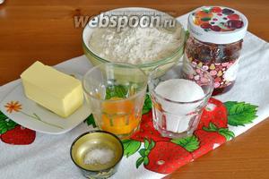 Ингредиенты для приготвления кростаты самые простые: мука, сливочное масло (охлаждённое), сахар, яичные желтки, щепотка соли и джем (ваш любимый).