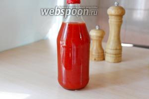 Разлить горячим по подготовленным бутылочкам. Получается 1 литр томатного вкуснейшего кетчупа.