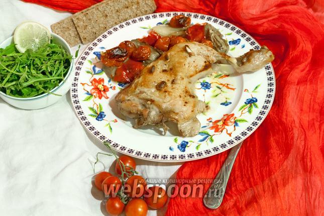 Фото Куриные окорочка, запечённые с белыми баклажанами и черри