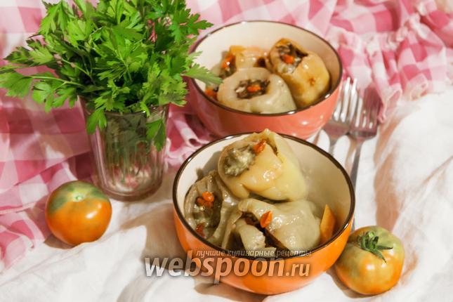 Фото Перец фаршированный куриным филе, рисом, мангольдом и годжи