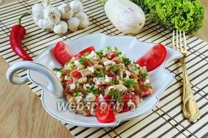 Салат из белых баклажанов с луком и яйцами