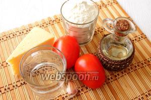 Для приготовления нам понадобится мука пшеничная, кипяток, соль, масло растительное, помидоры, сыр твёрдый, чеснок, майонез и укроп.