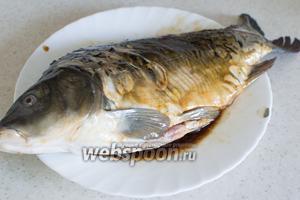 Замаринуйте рыбу на 3-4 часа.