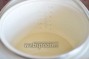 Теперь добавляем фильтрованную воду, ароматическую эссенцию, сок лимона и тщательно размешиваем до однородной массы.
