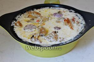 Рис с курицей в молочном соусе готовы! При подаче посыпаем свежей петрушкой.