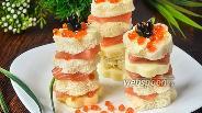 Фото рецепта Канапе с красной рыбой, сыром и икрой