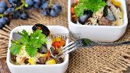 Фото рецепта Салат из печёнки, корейской моркови и винограда
