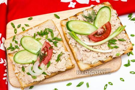 Бутерброд с консервированным тунцом
