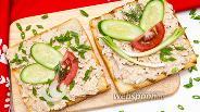 Фото рецепта Бутерброд с консервированным тунцом