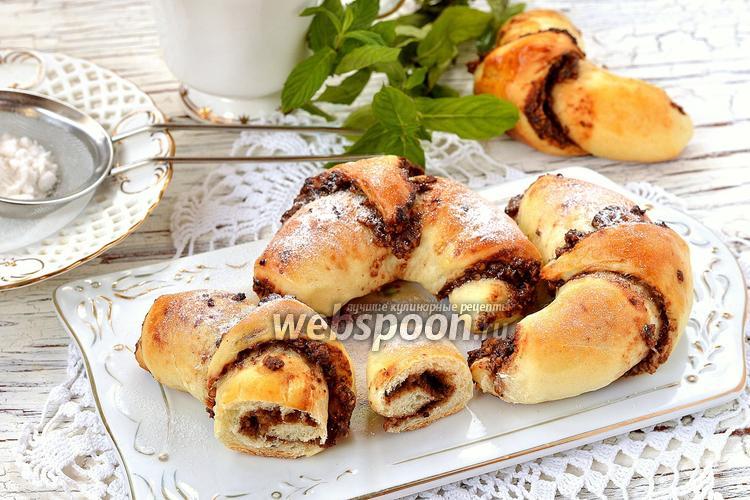 Фото Дрожжевые рогалики с орехово-шоколадной начинкой