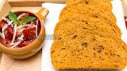 Фото рецепта Томатный хлеб с вялеными помидорами