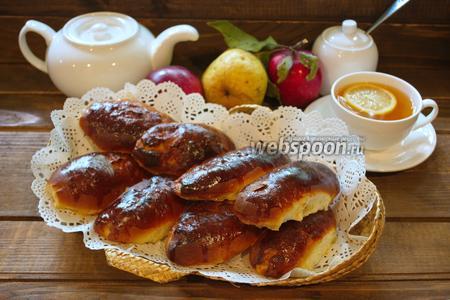 Фото рецепта Пирожки дрожжевые с яблоком и грушей